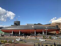 はい、次は「てつのくじら館」(海上自衛隊呉資料館)行くよー! https://www.jmsdf-kure-museum.go.jp/  コロナ対策で見学は時間入れ替え制なので、事前に要チェック。知らなくて行ったけど、ちょうどタイミング良く入館できました。