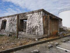 そろそろ、例のクレーン宙吊りの時間が近づいてきました  傍らに、昔のボイラー棟跡がありました