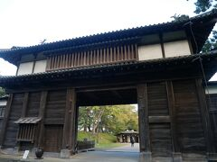 弘前城の北門である亀甲門。 さすがの門構え。