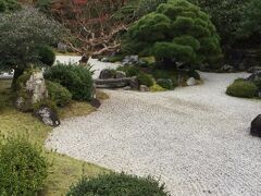 友禅染の祖 宮崎友禅の顕彰記念に整備された庭園だそうです