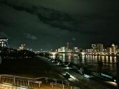 さて新潟市です。 私は佐渡からカーフェリーでやってきました。 日が暮れた18時頃、新潟港に着岸しました。  ここから繁華街である古町まで2キロほどなので歩きます。