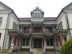さて、翌朝からが観光  白山公園にある憲政記念館です。 日本最古の県議事堂で、すなわち近代の官公庁の姿をよく残す建物です。