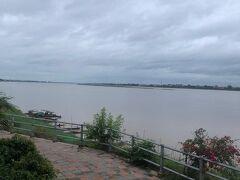 メコン川沿いのレストランへ