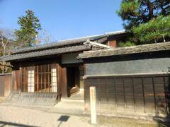 本居宣長の旧宅、鈴屋。先ほどの跡地から城内に移転しています。