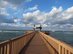 「夕凪の橋」  風が強くて寒かったけど、佐渡島まで綺麗に見えました。