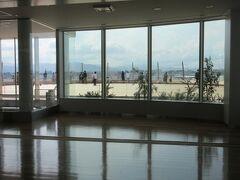 窓外の景色を眺めながら頂きます。