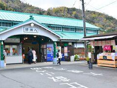 八瀬比叡山口駅  今日のためにあれこれとプランニングしてくれたakikoさん。 まずは年に数回特別公開される瑠璃光院に行こうということになっていて、今年は予約制だから2ヵ月前ぐらいにお互いで時間を決めてWEBにてチケットを予約しておいた。
