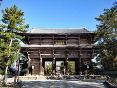 東大寺の南大門に到着。ゆっくり歩いて駅から15分程度。