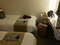 松江ニューアーバンホテルへ到着。 移動時間約1時間。  色浴衣が選べたり、クレンジングオイルや化粧水などが置いてあったり、快適でした。