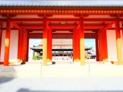 承明門(しょうめいもん)。 内裏の南正面にあり、まさしく正面には内裏の正殿である紫宸殿が見えます。
