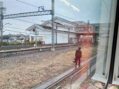 乗車はできないけど、乗務員交代中 JR→東武 御殿場線の松田駅でも 小田急→JR なんか昂ぶる  半蔵門線のってると南栗橋行というのはここらへんなのですね。