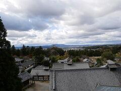 ニ月堂から奈良盆地を臨みます。この日は途中でパラパラ雨が降ってきたりもしましたが、こんな雲が重なる感じも見られてよかった。