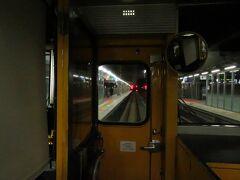2020.11.23 八代ゆき普通列車車内 熊本には10分以上遅れて到着したが、さすがに「みずほ」、普通列車も待ってくれていた。  第31走者:普通5363M 熊本→西熊本 3.2キロ 乗車車両:クハ814-2 (通算4185.0キロ 141670円)