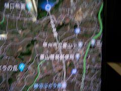 結構揺れています。 新宿駅を出発当初は、全く揺れが感じられず、流石に日本の鉄道だと思っていましたが・・・・いつもは車だったので初めての中央線なので、都内と他県がこんなにはっきり分かるとは思っていませんでした。  都内から周囲の県への県境では東京都と他県とが道を見るだけでも分かるのと同じかと思います。