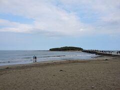 青島の近くまで来ると人が沢山いました。 青島海水浴場と青島へ向かう橋を収めておきます。