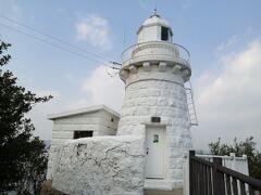 13:04 「因島大浜灯台」 思ったより階段を降りました。戻るときの上りの階段が結構きつくて体力を消耗しました