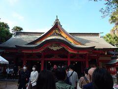 ソフトクリームを食べてから神社を参拝します。 自分と周りの人達の健康をお願いしました。