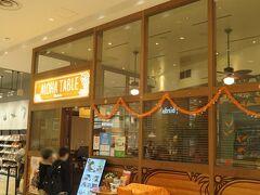 1階にあるアロハテーブル。 以前はマノア・アロハテーブルという名前でしたがアロハテーブル・コレットマーレ店に名前が変わったようです。 何年か前に一度来たことがあります。