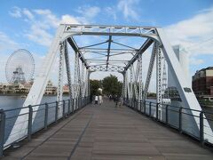 汽車道の港一号橋梁へ。