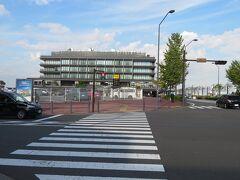 ハワイアンタウンを出て少し歩き新港ふ頭にある横浜ハンマーヘッドにやって来ました。