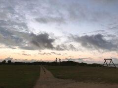 ここからは今朝の朝焼けの写真。まずは、はいむるぶしビーチ上。