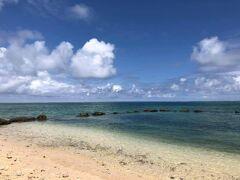 石垣空港へ向かう前に白保の海にちらっとお邪魔。何度か訪れたが、今回がいちばん好天だった。