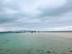 まずは「幻の島」こと浜島に初上陸の写真。 小浜島・石垣島・竹富島のちょうど中間辺りに浮かび、今日浮かび上がった場所に明日は浮かび上がらない。だから、幻の島なのだ。