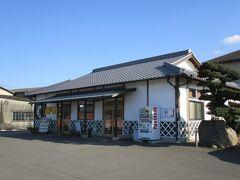 善通寺さんというお寺に行く途中にあった、こがね製麺所 善通寺国道店といううどん店です。  やはりうどん県に来たら、讃岐うどんは外せなですね。