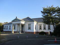 善通寺市役所の敷地にある、旧善通寺偕行社というレトロな建物に来ました。