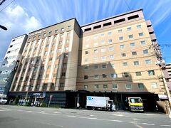 京都駅から徒歩5分、宿泊予定のホテル「天然温泉 花蛍の湯 ドーミーインPREMIUM京都駅前」に荷物を預かって頂きました。  コインロッカー代節約作戦成功(笑)