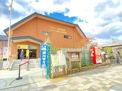 JRのお隣に嵯峨野トロッコ出発地の「トロッコ嵯峨駅」があって便利です。  写真の設定が不思議なことになってます。。 たぶん暗かったから明るくしたかったんでしょうね。記憶にございません!