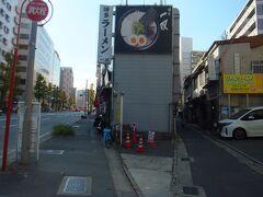 博多ラーメン 一双 祇園店   11:45頃に行ったのですが待たずに入れました。 出るときは10人位並んでいました。