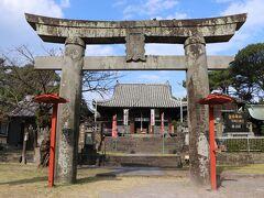島原の乱の後、島原の地を治めた高力氏により 東照宮が勧請されたことに始まる由緒ある神社のようです。 九州で徳川家康公を御祭神としている神社は珍しいようですね。