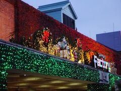 次に訪れたのが「開拓使麦酒醸造所」の跡地に立つ商業施設「サッポロファクトリー」  クリスマスの装いが始まっていました! もう、そんな時期かあ~  コロナ禍で季節の移ろいも感じないまま月日が経った1年だった