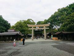 原宿駅から10分ほど歩き、南玉垣鳥居、南神門に入ります。