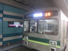 用事の後で多摩川駅にて東急多摩川線に乗り、蒲田へ向けて出発します  嘗ては目黒から多摩川園(現・多摩川)駅を通り蒲田まで18m車4両編成の電車で運行していた目蒲線は、地下鉄との直通運転の際に多摩川を渡って武蔵小杉・日吉までの運転に変更して目黒線となり、残った多摩川・蒲田間5.6kmが分離・区間運転となって東急多摩川線となって、使用される車両は池上線と共通の18m車3両編成となっています
