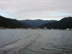砂嘴の内浦湾は戸田湾と呼ばれ砂嘴に守られた天然の良港となっています 波も静かで海水浴にももってこいです  子供が小さい頃、我家も海水浴に来ました。  ※その時の様子はこちら  https://4travel.jp/travelogue/11013309