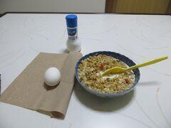 07時58分 今日はゆで卵がありました。おいしくいただきます。