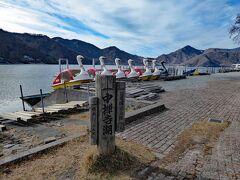 静かで長閑な光景です。 シーズンオフなので、ボートは陸揚げされ、ボート営業は休止中です。