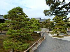 """松江城近くのお蕎麦屋さん「ふなつ」から30分ほど、鳥取県との県境 中海に浮かぶ大根島にある「日本庭園 由志園」に到着。 大根島、""""おおねしま""""と読むのかと思ったら""""だいこんしま""""。そのまんまかぁ(笑)。"""