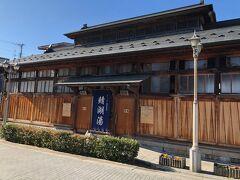 飯坂温泉でおそらく一番有名な公共浴場「鯖湖湯」  試したかったが、めちゃくちゃ熱いお湯らしく、子連れの我が家はパス。 その目の前にあったカフェに行こう。