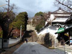 やっと津山に着きました。ここが津山城(鶴山公園)の入口。もう14時になっていました。