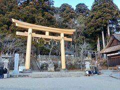 戸隠神社中社大鳥居  ここも久しぶりに来ました。師走に来るのは初めてかもしれません。