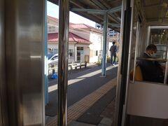 途中、混んできて写真撮れなかった(嘘です、寝てました 笑)  気付けば福島のひとつ手前の曽根田。ここ、駅舎がレトロなんだよね。時間があればここで降りてひと駅歩いても良かったかな。
