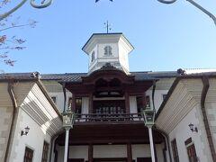 まずは明治時代に建築された八幡東学校を保存修理し