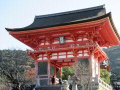 早速駅前からバスで清水寺へ。 中には入らず折り返します。