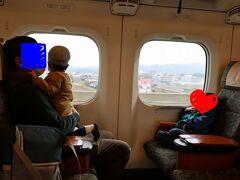 2歳児、3歳児でも、きっぷを買えば座席を占有できます。「みんなの九州きっぷ」は家族連れで利用しやすいよう、子ども用が1,000円とさらに破格値で設定されているので、負担は小さいです。