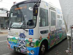 熊本駅前からは、熊本城周遊バス「しろめぐりん」に乗りました。
