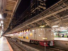 21時35分、サンライズ瀬戸が東京駅に入線、22時ちょうどに出発。