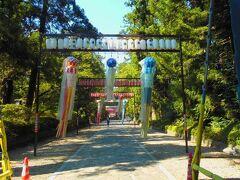 大崎八幡神社参道には七夕飾りのくす玉が吊り下げられていました。 この後、神社に参拝しました。 るーぷる仙台で仙台駅に戻り、旅を終了しました。